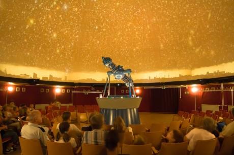 Projektor in des Planetarium