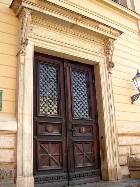 Eingang vom Robertinum