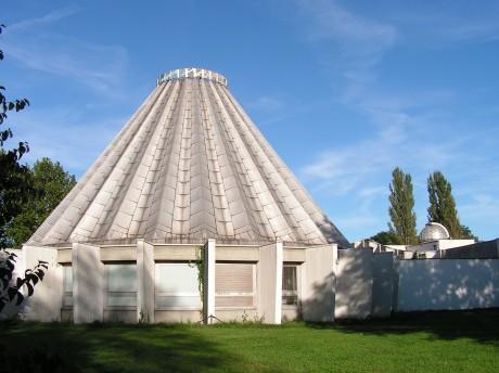 [lang_de]Kuppel des Planetariums[/lang_de][lang_en]Dome of the planetarium[/lang_en]