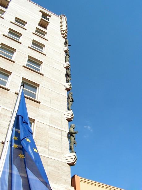 [lang_de]Halles Rathaus mit der Europafahne[/lang_de][lang_en]The european flag in front of the cityhall of Halle[/lang_en]