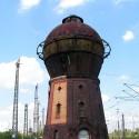 Die Seitenansicht des Wasserturms