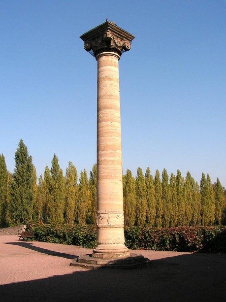 Steinsäule auf dem Gertraudenfriedhof